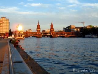 Oberbaumbrücke Berlin am Abend